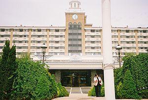 300px-Garden_City_Hotel_@_7th_Street